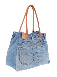 Con este juvenil bolso vaquero descubrirás la manera más original de lucir unos jeans. Bolso con cómodas asas para colgar a contraste en símil piel. Cerrado - Venca - 436267