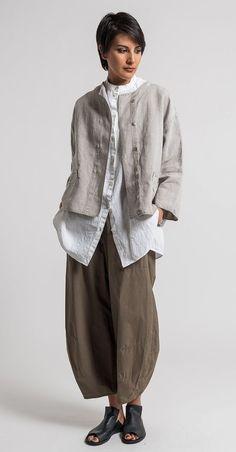 Oska (Linen Talida Jacket in Natural) Santa Fe Dry Goods & Workshop (wide leg pant) Look Fashion, Spring Fashion, Fashion Outfits, Fashion Design, Fashion Clothes, Earthy Fashion, Natural Fashion, Jackets Fashion, Indian Fashion