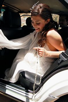 Beautiful picture! A bride says her Rosary on the way to the Church!