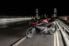 Yamaha YZF-R125 - This is photography of my Yamaha yzf-r125 taken in Poole at night