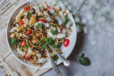 Caprese-pasta – Viimeistä murua myöten Caprese Pasta, Pasta Salad, Ethnic Recipes, Food, Crab Pasta Salad, Essen, Meals, Yemek, Eten