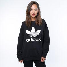Adidas Trefoil i myk fleece. Materiale: 70% Bomull, 30% Polyester. Modellen er 168 cm og avbildet i S/36. Produktkode:Black: AB2019/AJ8.