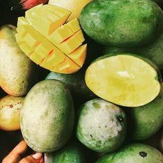Bonne journée  Bisous  #reunionisland#iledelareunion#team974#fruits#mangue#love#amour#bisous#babylove#folllow#instalike#instalove#instagood#picoftheday#instapic#jaune#vert#mango by la_reunionnais