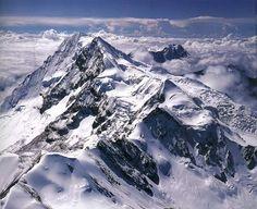 Viernes viajero. ¿Qué harías en la cúspide de una montaña nevada?