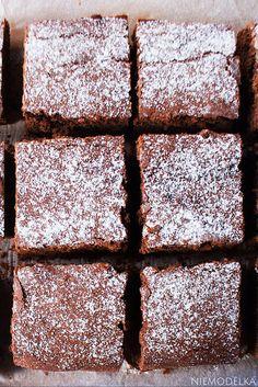 Bezglutenowe ciasto czekoladowe z nutą pomarańczy. Gluten-free brownie Gluten Free, Desserts, Food, Meal, Glutenfree, Deserts, Essen, Hoods, Dessert