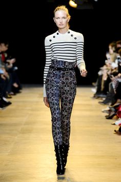 Romee Strijd - Isabel Marant - Autumn/Winter 2015 Ready-to-Wear - paris - Fashion Show London Fashion Weeks, Fashion Week Paris, Runway Fashion, Gold Fashion, Women's Fashion, Isabel Marant, Style Marin, My Style, Fashion News