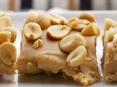 These Salted Nut Squares are just like Payday candy bars. And they take only 5 ingredients and are no-bake. These Salted Nut Squares are just like Payday candy bars. Candy Recipes, Sweet Recipes, Dessert Recipes, Nut Recipes, Recipies, Yummy Treats, Sweet Treats, Yummy Food, Payday Candy Bar