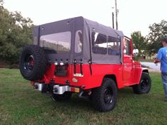 Toyota Land Cruiser FJ40 with OEM type soft top. Want!