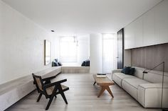 The latest project Spanish firm OOAA Arquitectura has shared with IGNANT is 'Alcazar de Toledo'; a refined transformation of an entire apartment in the Spanish. Kengo Kuma, Custom Made Furniture, Furniture Making, Furniture Design, Kerala, Spanish Apartment, Apartment Decoration, White Oak Floors, Neutral Colour Palette