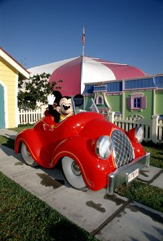 Mickey arriving in Mickey's Birthdayland in 1988. #TBT #Mickey