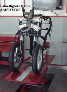 stripped down Piaggio Trike Scooter, Trike Motorcycle, Motorcycle Design, Bicycle Design, Three Wheel Motorcycles, Three Wheel Bicycle, Cool Motorcycles, Best Electric Bikes, Electric Tricycle