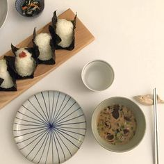 #aesthetic #asian #pale #onigiri #chopsticks #sushi #korean #cute #food #tumblr Food N, Good Food, Food And Drink, Yummy Food, Diy Food, Bubble Tea, Asian Recipes, Sweet Recipes, Sushi