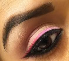 Different types of Eyeliner Styles for round eyes, blue, brown and green eyes with images. These eyeliner styles are perfect for work, school and all-round. Double Winged Eyeliner, Smokey Eyeliner, Pink Eyeliner, Simple Eyeliner, Perfect Eyeliner, Eyeliner Looks, Day Eye Makeup, Pink Eye Makeup, Big Eyelids