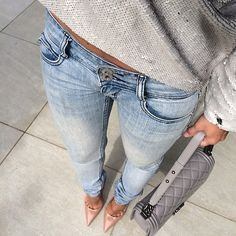 #ootd#fromwhereistand#chanel#chanelparis#chanelbag#chanelboy#leboy#boybag#topshop#top#streetlook#streetstyle#streetfashion#fashionaccount#outfitinspo#legs#outfitinspiration#fashionblogger#shadesofgrey#looktoday
