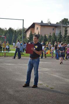 Otwarcie Pikniku - dyrektor szkoły Wojciech Mik
