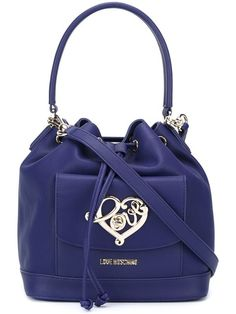 Achetez Love Moschino heart plaque shoulder bag.