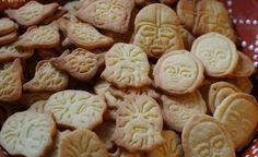 Meine selbstgemachten Star Wars Cookies aus Mandelplätzchenteig sind ein echter Hingucker auf jedem Plätzchenteller. Viel Spaß beim Nachbacken :) Star Wars Cookies, Desserts, Food, Homemade, Bakken, Tailgate Desserts, Deserts, Essen, Postres