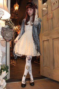 Dolly kei   Source:http://yaplog.jp/grimoire-blog/