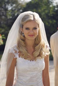 Would love to know how to do these big curls!! - SARA PAXTON for LOVESTRUCK the musical