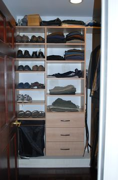 Etonnant Walk In Closet In Umbrian Oak