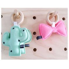Cactus and bow Diy Baby Gifts, Baby Crafts, Felt Crafts, Diy And Crafts, Sewing For Kids, Baby Sewing, Diy For Kids, Gifts For Kids, Sewing Crafts