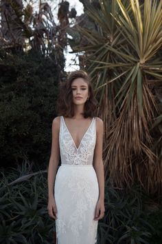 GOWNS // Flora available at Bluebell Bridal Australian brides can now try on wedding dresses by Israeli bridal brand FLORA, available at Melbourne bri. Wedding Robe, Lace Wedding, Dream Wedding, Wedding Blog, Wedding Ideas, Sheath Wedding Dresses, Wedding Dress Simple, Wedding Dress 2018, Elegant Wedding