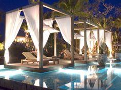 Spettacolare piscina del Sarojin Resort