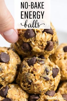 No-Bake Energy Balls ingredients!) - snacks - No-Bake Energy Balls ingredients!) These no-bake energy balls make the perfect breakfast, snack or even dessert. So delicious and only take 5 minutes and 5 ingredients to make! Healthy Sweets, Healthy Drinks, Dessert Healthy, Healthy Snacks To Make, Nutrition Drinks, Healthy Sweet Treats, Dinner Healthy, Healthy Chicken, Recipes With Bananas Healthy
