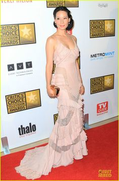 Lucy Liu enny Packham dress with a Jimmy Choo clutch.  Critics' Choice TV Awards 2012