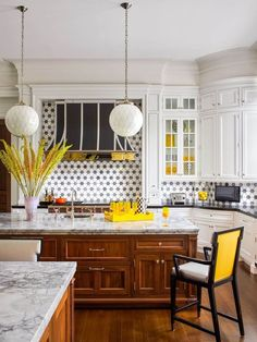 HANGING DIAMOND KITCHEN LIGHTING IDEAS SMALL KITCHEN Modern Kitchen Lighting, Kitchen Lighting Fixtures, Light Fixtures, Kitchen Tile, Kitchen Design, Art Deco Desk, Oak Dining Table, Wood Panel Walls, Elle Decor