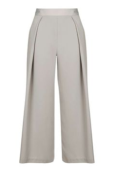 Warmer weather may be set to dwindle in coming months, but that doesn't mean we can't roll our favourite summer style tricks into autumn's line-up. The boxy trouser shape is making a comeback – consider it this season's answer to the culotte – with a host of street style stars turning to the long, square pant for easy, everyday dressing.