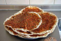 Turkse pizza  (Lahmacun)Warm het lekkerst!  http://www.mijntweesprong.nl/Recepten/TurksePizza.htm