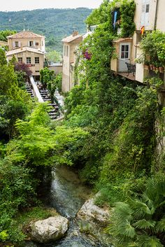 Medieval village of Moustiers-Sainte-Marie in Alpes-de-Haute-Provence, France (by SebastienToulouse).