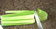 Have you ever bought a bunch of celery at the store just to find that it is all bendyand soft after just a day or two? Who wants to eat ben... Fruit Storage, Fridge Storage, How To Store Celery, Food Hacks, Food Tips, Kitchen Hacks, Kitchen Ideas, Meal Prep, Food Prep