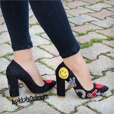 Jean stiletto modellerini yırtık kotlarınızla kombinleyin tarzınızı yansıtın. desenli stiletto, kalın topuklu stiletto, kot stiletto ayakkabı, kot ayakkabı bayan, stiletto ayakkabılar, sivri burun topuklu ayakkabı, topuklu ayakkabı modelleri