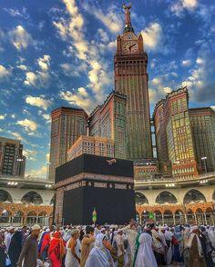 """Prayer is the Pillar of the Religion."" ""Prayer is the Ascension of the Believer."" ""Prayer is the Key to Paradise."" ""Prayer is conversation with Allah. Islamic Wallpaper Hd, Quran Wallpaper, Mecca Wallpaper, Muslim Images, Islamic Images, Islamic Pictures, Mecca Madinah, Mecca Kaaba, Mekka Islam"