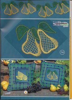 renda de bilros / bobbin lace  Plantas + Arvores / Plants + Trees Lace Heart, Lace Jewelry, Bobbin Lace, Lace Flowers, Lace Detail, Butterfly, Crochet, Floral, Pears