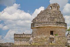 El Observatorio de Chichén Itza, un edificio significativo, emblemático e imponente que se alza en esta gran ciudad maya. http://www.cancun-online.com/Cancun/