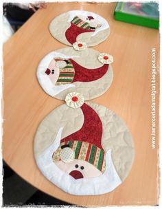 Camino de mesa cículos navideños