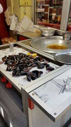 Street food Istanbul - Mussels cooked and stuffed with rice