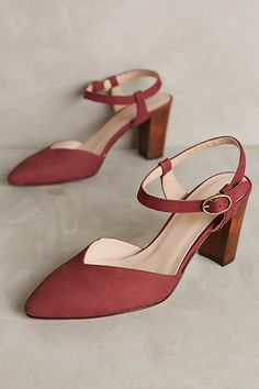 Cleo B Pointed Nubuck Heels. Great basic for any Autumn.
