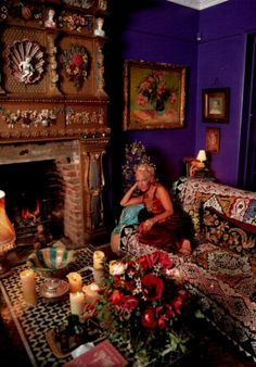 Paula Yates. Hello!,magazine shoot. 11/95 Love her 'greatest drawing room'