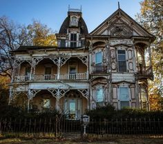 Very Victorian & quite creepy for a possible haunted house! Abandoned Property, Old Abandoned Houses, Abandoned Castles, Abandoned Mansions, Abandoned Buildings, Abandoned Places, Old Houses, Nice Houses, Beautiful Architecture