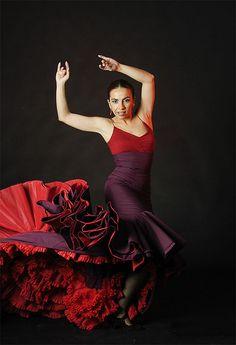 Flamenco Dress: Bata de Cola, Rojo, Volantes, Red, Ruffles