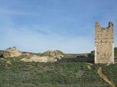 La construcción musulmana data del siglo IX posiblemente fue obra del emir Muhammad I que fortificó las defensas del Estado andalusí en la Comunidad de Madrid #historia #turismo http://www.rutasconhistoria.es/loc/alcala-la-vieja
