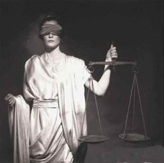 DESDE EL TRÓPICO DE CÁNCER: El problema de la Justicia constitucional