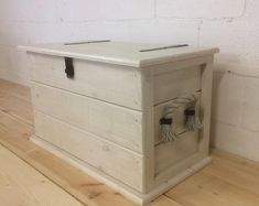 Crate Furniture, Reclaimed Furniture, Simple Furniture, Shabby Chic Furniture, Baby Furniture, Ikea Storage Boxes, Storage Trunk, Small Storage, Storage Chest
