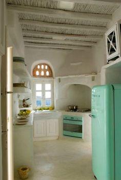 Inspiration #déco pour une #cuisine originale ! http://www.m-habitat.fr/par-pieces/cuisine/quelles-couleurs-pour-ma-cuisine-2603_A