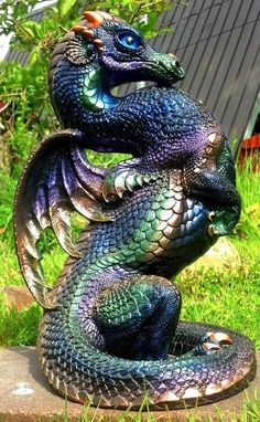 My two favorite things (dragons and peacocks) in ONE? 3d Fantasy, Fantasy Dragon, Magical Creatures, Fantasy Creatures, Ceramica Exterior, Dragon Garden, Dragon Heart, Dragon Eye, Beautiful Dragon