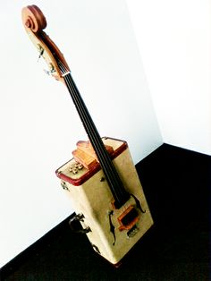 Upright bass made out of a suitcase! Two of my favorite things combined into pure awesome-ness.